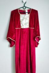 24f. Suknia Dworska